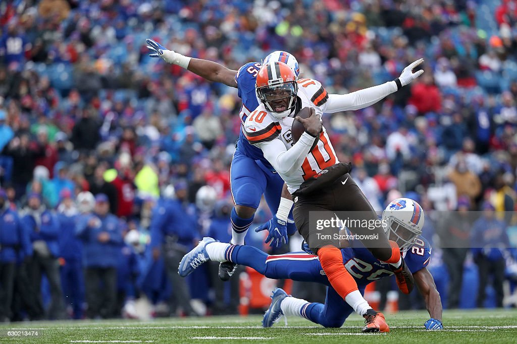 Robert Griffin III #10 of the Cleveland Browns runs the ball against the Buffalo Bills during the second half at New Era Field on December 18, 2016 in Orchard Park, New York.