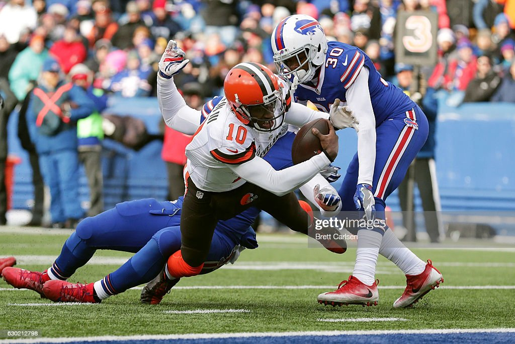 Robert Griffin III #10 of the Cleveland Browns scores a touchdown against the Buffalo Bills during the second half at New Era Field on December 18, 2016 in Orchard Park, New York.