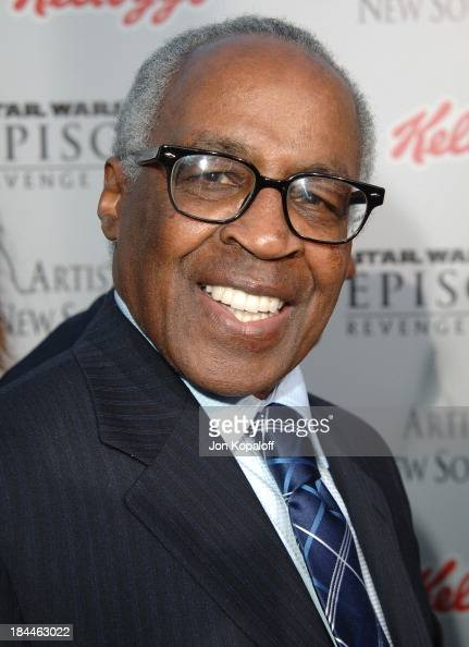 how tall is robert guillaume