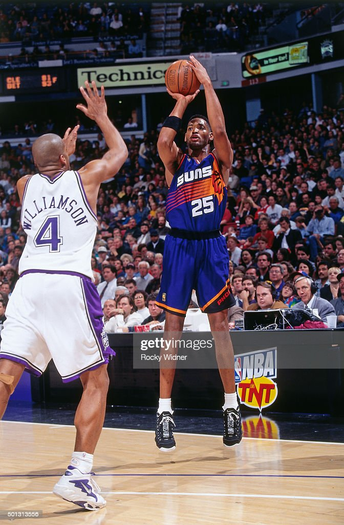 Robert Horry of the Phoenix Suns shoots against the Sacramento Kings circa 1997 at Arco Arena in Sacramento California NOTE TO USER User expressly...