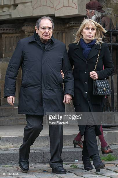 Robert Hossein leaves the funeral of journalist Jacques Chancel at SaintGermaindesPres church on January 6 2015 in Paris France