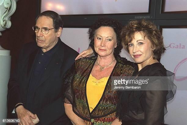 Robert Hossein Yvonne Clarens and Marlene Jobert