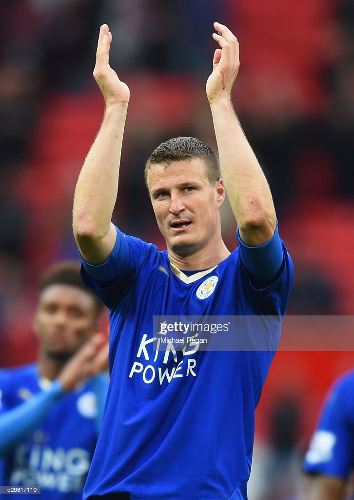 <a gi-track='captionPersonalityLinkClicked' href=/galleries/search?phrase=Robert+Huth&family=editorial&specificpeople=206878 ng-click='$event.stopPropagation()'>Robert Huth</a> of Leicester City applauds the fans after the Barclays Premier League match between Manchester United and Leicester City at Old Trafford on May 1, 2016 in Manchester, England.