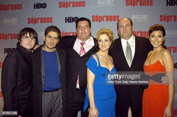 Robert Iler Michael Imperioli Steve Schirripa Edie Falco James Gandolfini and JamieLynn Sigler attend the world premiere of the sixth season of 'The...