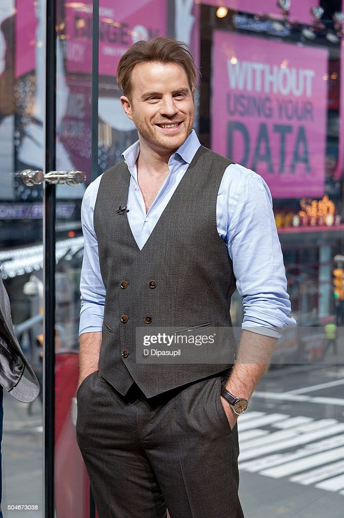 Robert Kazinsky visits 'Extra' at their New York studios at HM in Times Square on January 12 2016 in New York City