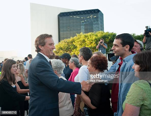 Robert Kennedy Jr greeting people waiting in the 3 plus hour line to pay respects to Senator Edward M Kennedy at the John F Kennedy Library in Boston...