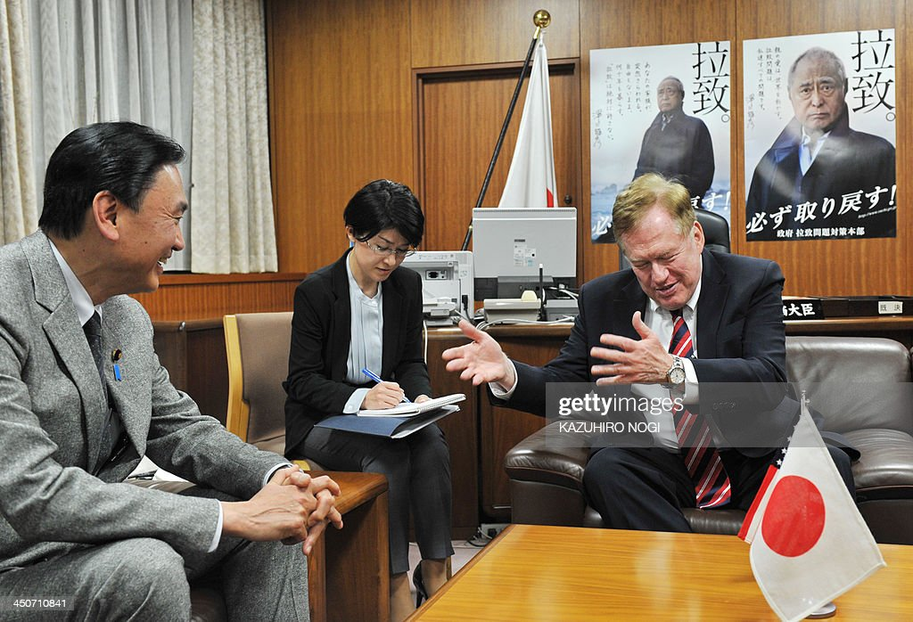 Robert King (R), the US special envoy for North Korean human rights, meets with Keiji Furuya (L), Japan's state minister in charge of the issue of North Korea's abduction of Japanese nationals, prior to their talks at the latter's office in Tokyo on November 20, 2013.