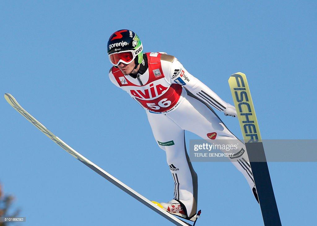 Robert Kranjec from Slovenia soars through the air during the qalification for the FIS Ski Jumping World Cup Flying Hill competition in Vikersund, February 14, 2016. / AFP / NTB Scanpix / Terje Bendiksby / Norway OUT