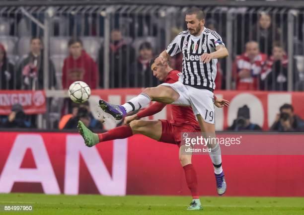 Robert Lewandowski im Zweikampf mit Leonardo Bonucci waehrend dem 1/8 Finalrueckspiel der UEFA Champions League FC Bayern Muenchen gegen Juventus...