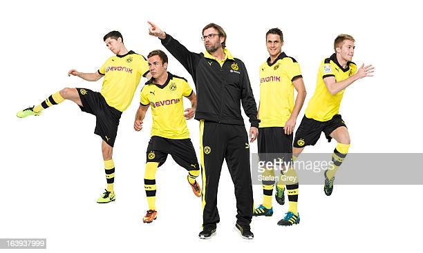 Robert Lewandowski Mario Goetze Juergen Klopp Marco Reus and Sebastian Kehl of German Bundesliga club Borussia Dortmund pose during a photo session...