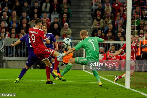 Robert Lewandowski of Bayern Muenchen and Matz Sels of Anderlecht battle for the ball during the UEFA Champions League group B match between Bayern...