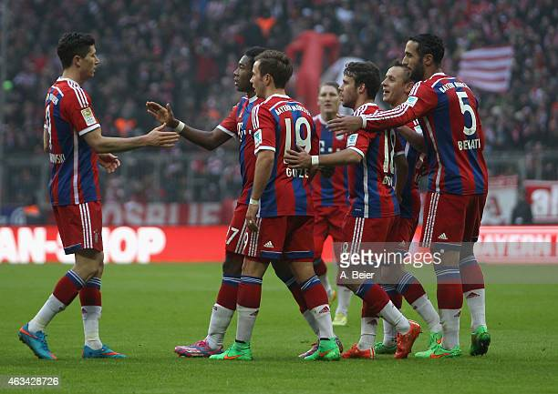 Robert Lewandowski of Bayern Muenchen celebrates his goal together with teammates David Alaba Mario Goetze Bastian Schweinsteiger Juan Bernat Rafinha...