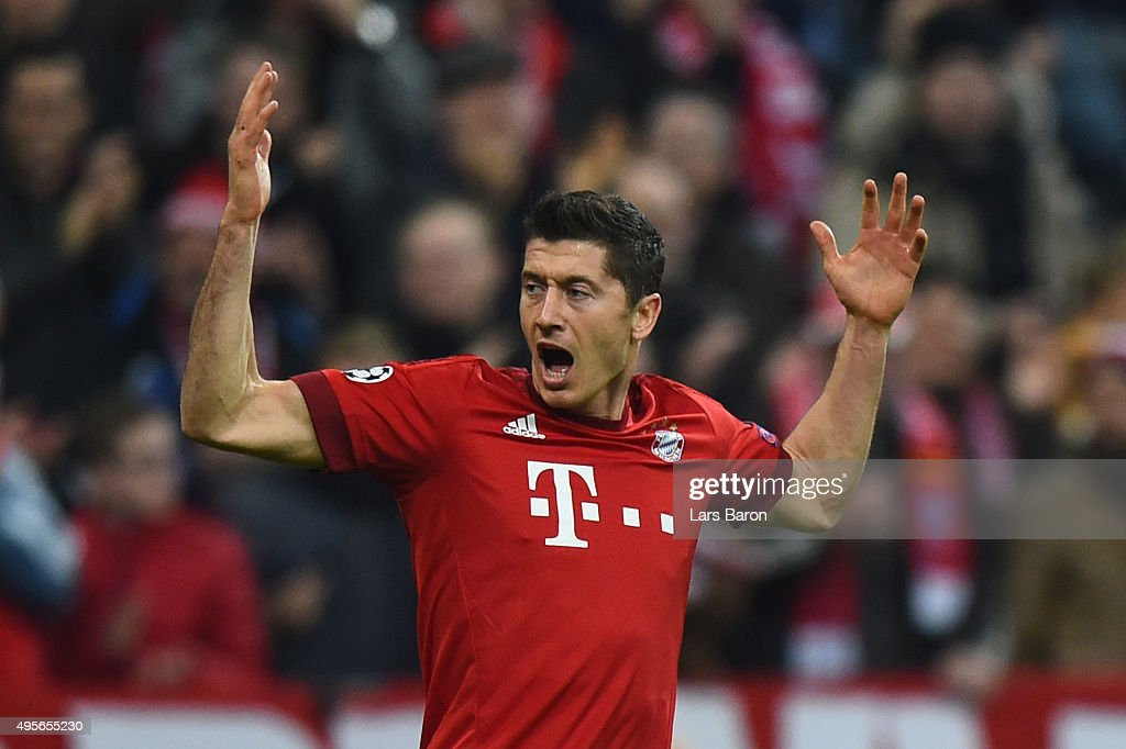 <a gi-track='captionPersonalityLinkClicked' href=/galleries/search?phrase=Robert+Lewandowski&family=editorial&specificpeople=5532633 ng-click='$event.stopPropagation()'>Robert Lewandowski</a> of Bayern Muenchen celebrates scoring his side's first goal during the UEFA Champions League Group F match between FC Bayern Muenchen and Arsenal FC at the Allianz Arena on November 4, 2015 in Munich, Germany.