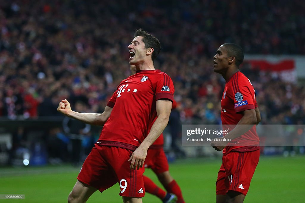<a gi-track='captionPersonalityLinkClicked' href=/galleries/search?phrase=Robert+Lewandowski&family=editorial&specificpeople=5532633 ng-click='$event.stopPropagation()'>Robert Lewandowski</a> of Bayern Muenchen celebrates scoring his teams fifth goal during the UEFA Champions League Group F match between FC Bayern Munchen and GNK Dinamo Zagreb at the Allianz Arena on September 29, 2015 in Munich, Germany.