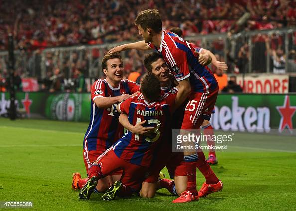 Robert Lewandowski of Bayern Muenchen celebrates scoring the fifth goal with team mates during the UEFA Champions League Quarter Final Second Leg...