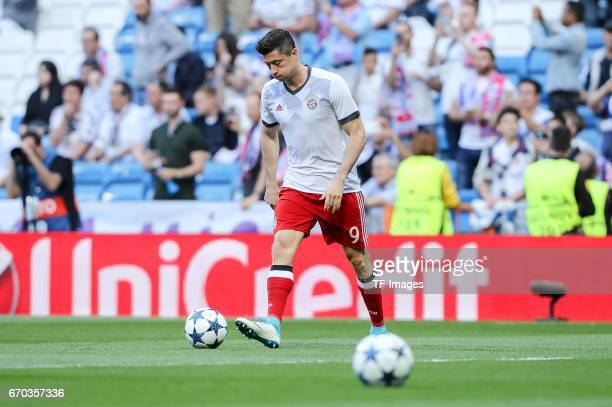 Robert Lewandowski of Bayern Muenchen controls the ball during the UEFA Champions League Quarter Final second leg match between Real Madrid CF and FC...