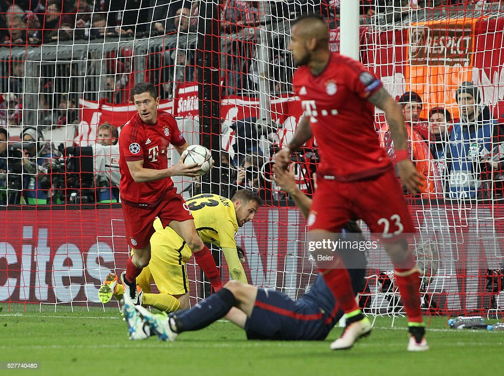 Robert Lewandowski (L) of Bayern Muenchen grabs the ball after he scored a goal against goalkeeper Jan Oblak (2ndL) of Atletico Madrid during the Champions League semi final second leg match between FC Bayern Muenchen and Club Atletico de Madrid at Allianz Arena on May 3, 2016 in Munich, Germany.