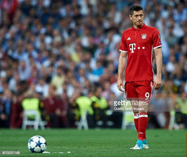 Robert Lewandowski of Bayern Muenchen looks on during the UEFA Champions League Quarter Final second leg match between Real Madrid CF and FC Bayern...