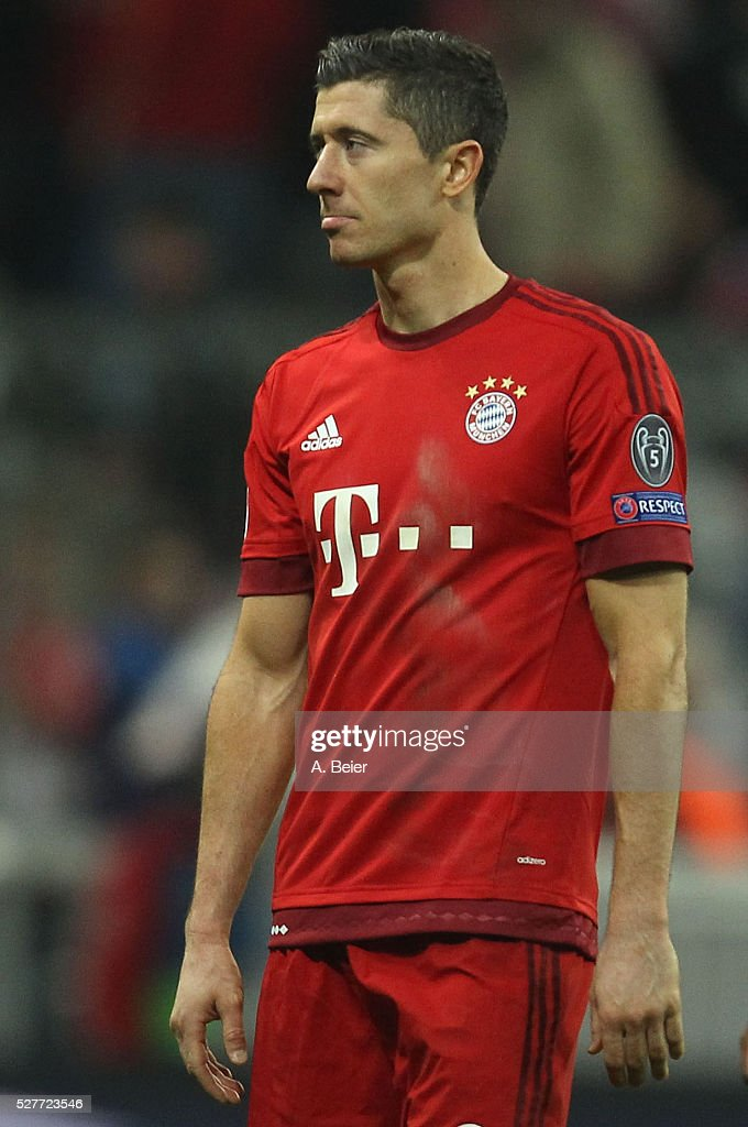 Robert Lewandowski of Bayern Muenchen reacts after his team's loss of the Champions League semi final second leg match between FC Bayern Muenchen and Club Atletico de Madrid at Allianz Arena on May 3, 2016 in Munich, Germany.