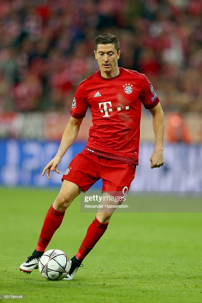 <a gi-track='captionPersonalityLinkClicked' href=/galleries/search?phrase=Robert+Lewandowski&family=editorial&specificpeople=5532633 ng-click='$event.stopPropagation()'>Robert Lewandowski</a> of Bayern Muenchen runs with the ball during the UEFA Champions League semi final second leg match between FC Bayern Muenchen and Club Atletico de Madrid at Allianz Arena on May 3, 2016 in Munich, Germany.