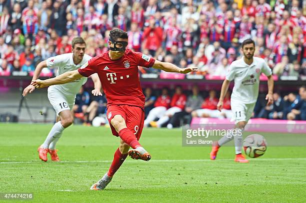 Robert Lewandowski of Bayern Muenchen scores the opening goal from the penalty spot during the Bundesliga match between FC Bayern Muenchen and 1 FSV...