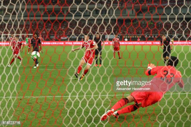 Robert Lewandowski of Bayern Muenchen scores the opening goal with a penalty against Petr Cech keeper of Arsenal during the Audi Football Summit 2017...