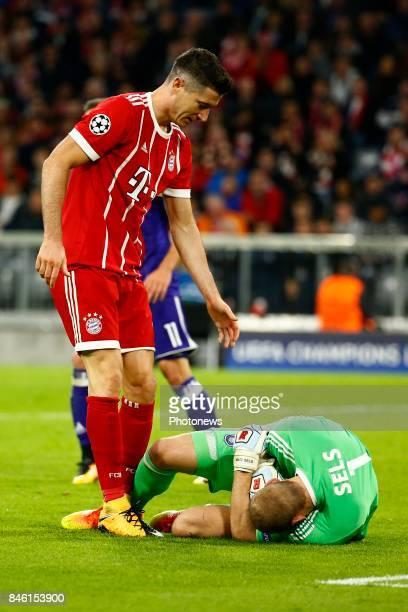 Robert Lewandowski of Bayern Munchen and Matz Sels goalkeeper of RSC Anderlecht during the match between Bayern Munchen and Rsc Anderlecht UEFA...