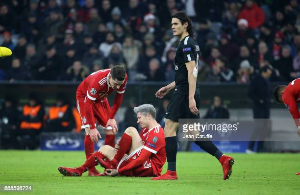 Robert Lewandowski of Bayern Munich Edinson Cavani of PSG during the UEFA Champions League group B match between Bayern Muenchen and Paris...