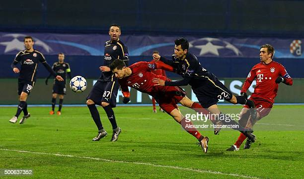 Robert Lewandowski of Bayern Munich holds of Leonardo Sigali of Dinamo Zagreb to score the first Bayern Munich goal during the UEFA Champions League...