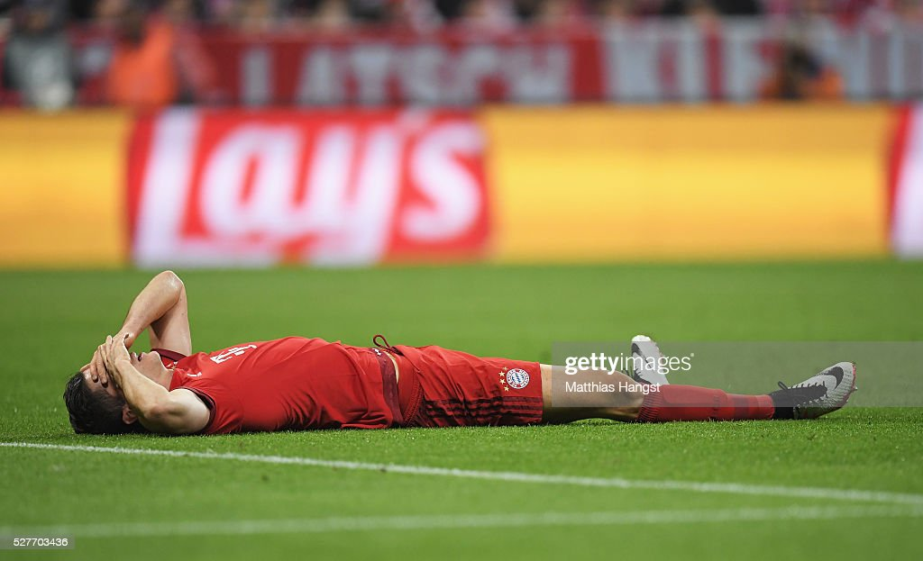 Robert Lewandowski of Bayern Munich is injured during UEFA Champions League semi final second leg match between FC Bayern Muenchen and Club Atletico de Madrid at Allianz Arena on May 3, 2016 in Munich, Germany.