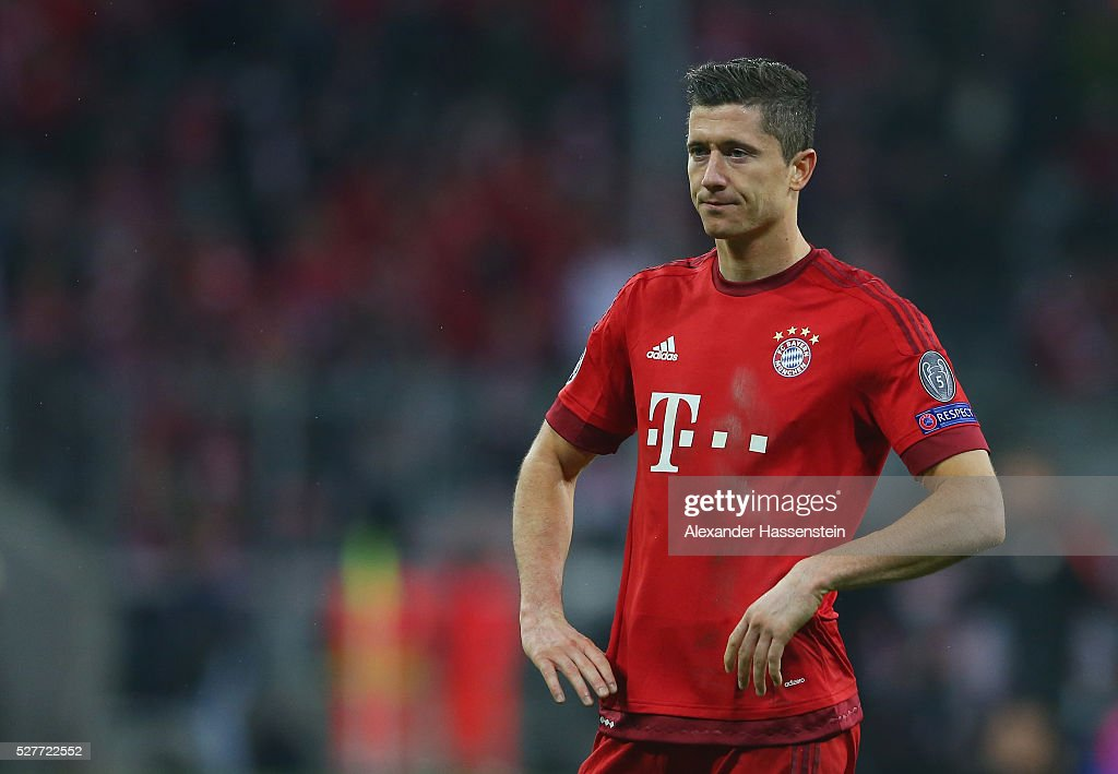 Robert Lewandowski of Bayern Munich looks dejected after the UEFA Champions League semi final second leg match between FC Bayern Muenchen and Club Atletico de Madrid at Allianz Arena on May 3, 2016 in Munich, Germany. Bayern Munich won the match 2-1, but Atletico Madrid reached the final on the away goals rule.