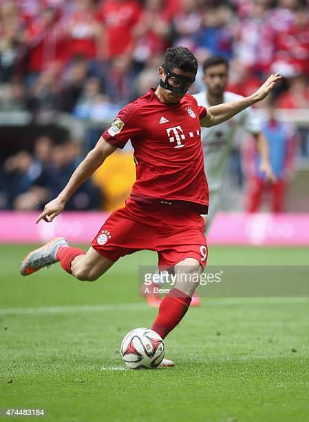 Robert Lewandowski of Bayern scores the opening goal during the Bundesliga match FC Bayern Muenchen and 1 FSV Mainz 05 at Allianz Arena on May 23...