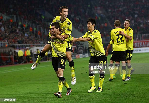 Robert Lewandowski of Dortmund celebrates with his team mates after scoring his team's first goal during the UEFA Champions League group F match...