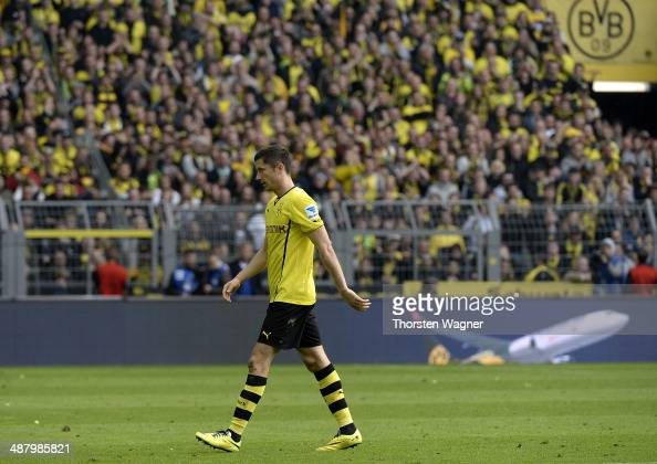 Robert Lewandowski of Dortmund leaves the pitch after substitution during the Bundesliga match between Borussia Dortmund and TSG 1899 Hoffenheim at...