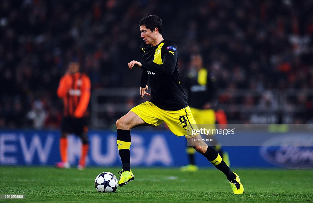 Robert Lewandowski of Dortmund runs with the ball during the UEFA Champions League Round of 16 first leg match between Shakhtar Donetsk and Borussia Dortmund at Donbass Arena on February 13, 2013 in Donetsk, Ukraine.