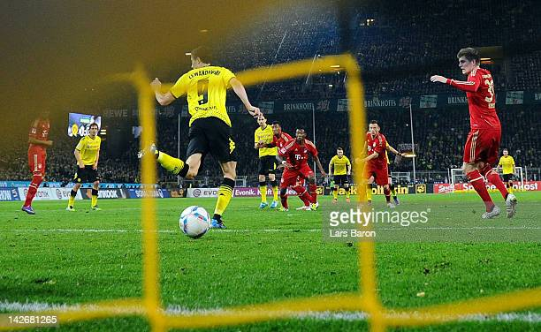 Robert Lewandowski of Dortmund scores the winning goal during the Bundesliga match between Borussia Dortmund and Bayern Muenchen at Signal Iduna Park...