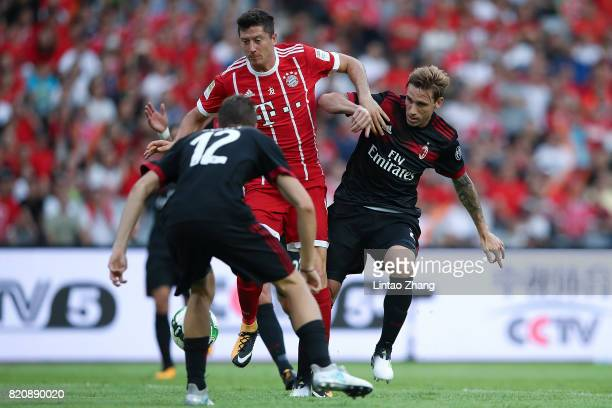 Robert Lewandowski of FC Bayern competes for the ball with Fabio Borini and Mateo Musacchio of AC Milan during the 2017 International Champions Cup...