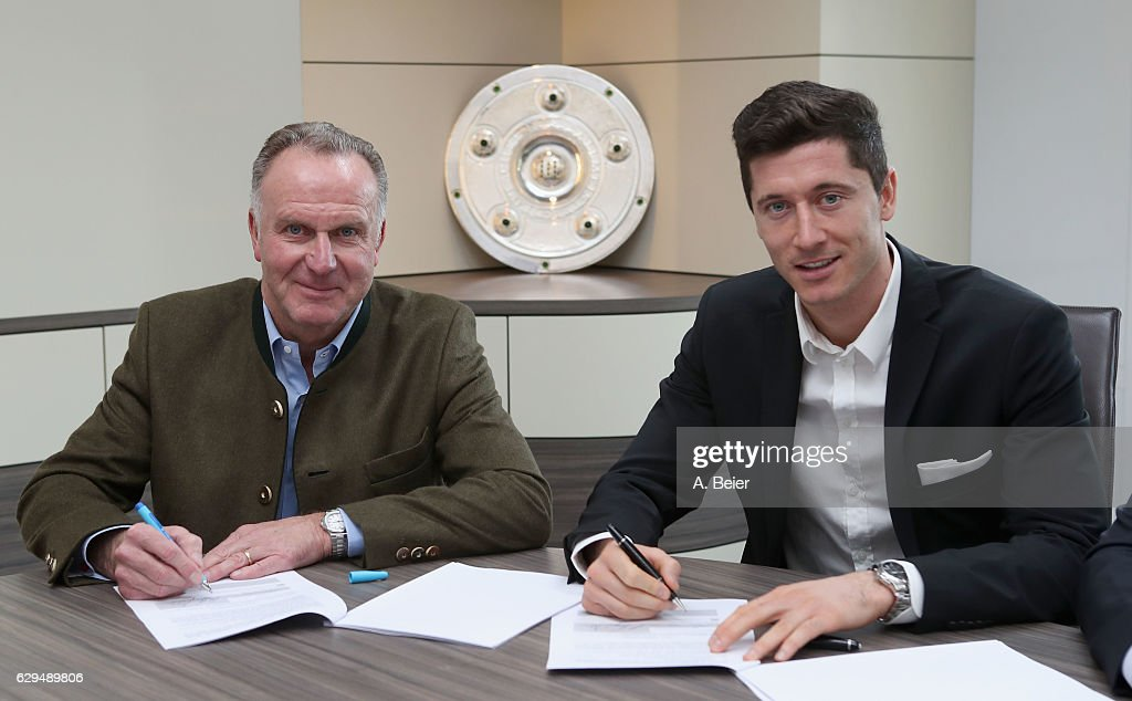 FC Bayern Muenchen Extends Contract With Robert Lewandowski Until 2021