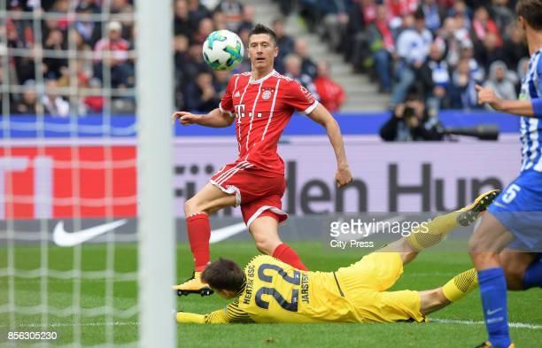 Robert Lewandowski of FC Bayern Muenchen and Rune Almenning Jarstein of Hertha BSC during the game between Hertha BSC and FC Bayern Muenchen on...