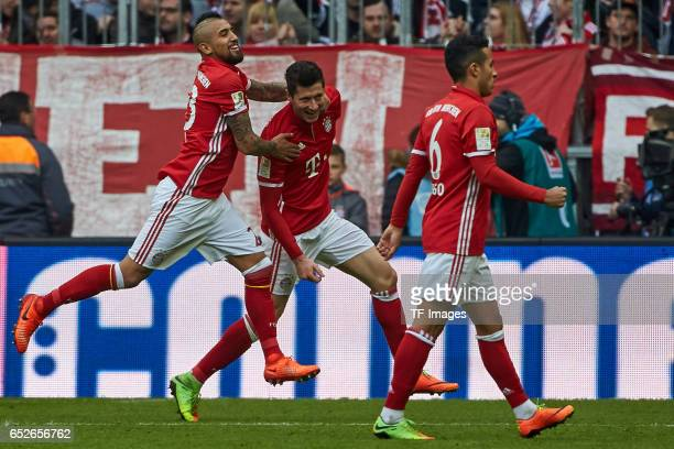 Robert Lewandowski of FC Bayern Muenchen celebrates his goal with teammates during the Bundesliga match between Bayern Muenchen and Eintracht...