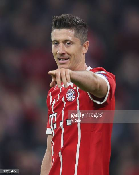 Robert Lewandowski of FC Bayern Muenchen gestures during the UEFA Champions League group B match between Bayern Muenchen and Celtic FC at Allianz...