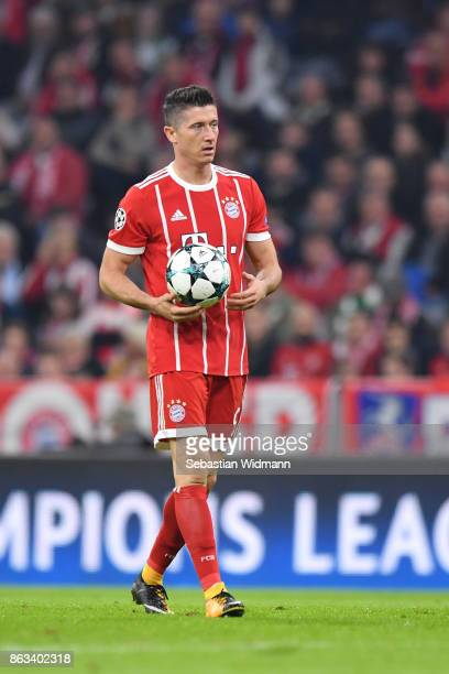 Robert Lewandowski of FC Bayern Muenchen holds the ball during the UEFA Champions League group B match between Bayern Muenchen and Celtic FC at...