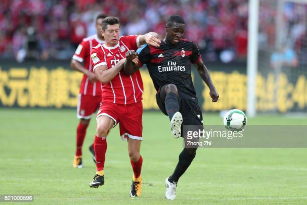 Robert Lewandowski of FC Bayern Muenchen in action against Cristian Zapata of AC Milan during the 2017 International Champions Cup football match...