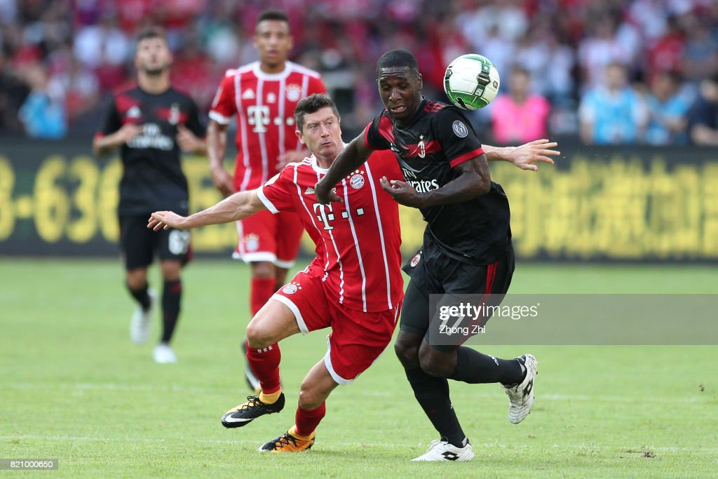 #9 Robert Lewandowski of FC Bayern Muenchen in action against #17 Cristian Zapata of AC Milan during the 2017 International Champions Cup football match between AC Milan and FC Bayern Muenchen on July 22, 2017 in Shenzhen, China.