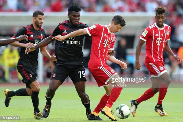 Robert Lewandowski of FC Bayern Muenchen in action against Franck Kessi of AC Milan during the 2017 International Champions Cup football match...