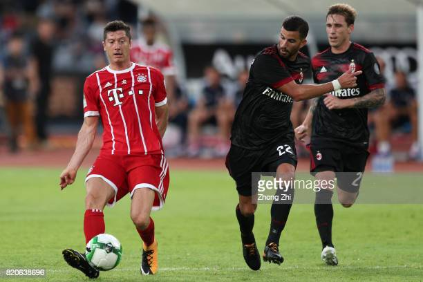 Robert Lewandowski of FC Bayern Muenchen in action against Mateo Musacchio and Lucas Biglia of AC Milan during the 2017 International Champions Cup...