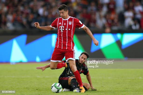 Robert Lewandowski of FC Bayern Muenchen in action against Mateo Musacchio of AC Milan during the 2017 International Champions Cup football match...