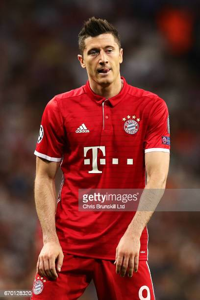 Robert Lewandowski of FC Bayern Muenchen looks dejected during the UEFA Champions League Quarter Final second leg match between Real Madrid CF and FC...