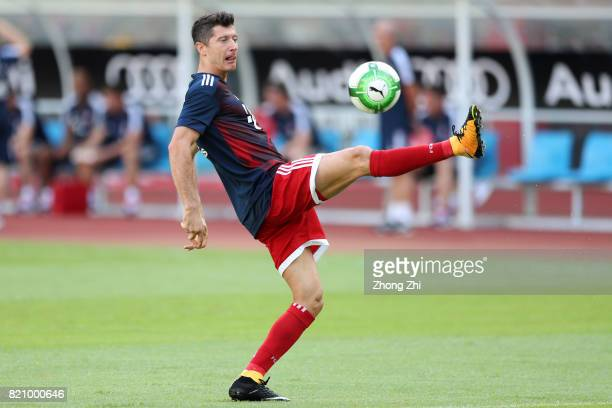 Robert Lewandowski of FC Bayern Muenchen practices before the 2017 International Champions Cup football match between AC Milan and FC Bayern Muenchen...