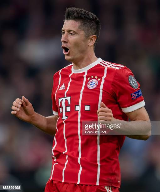 Robert Lewandowski of FC Bayern Muenchen reacts during the UEFA Champions League group B match between Bayern Muenchen and Celtic FC at Allianz Arena...